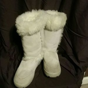 Boots White, leather, wool lined boots